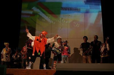 のばら祭での舞台発表(中学部)
